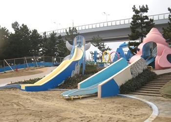 二色の浜公園中央遊戯場外遊具等改修工事